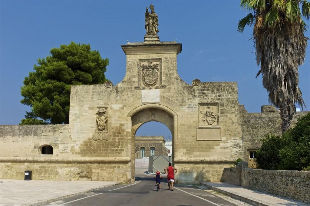how city gates define urban space